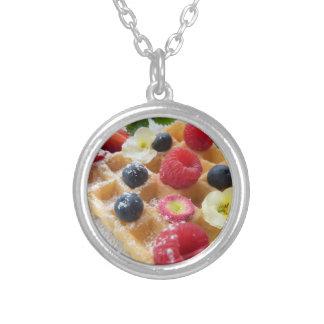 おいしいワッフルのラズベリーのブルーベリーの砂糖の花 シルバープレートネックレス