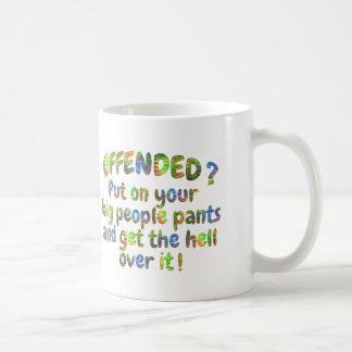 おこらせているそれを大きい人々のズボンのマグのコップを乗り越えて下さい コーヒーマグカップ