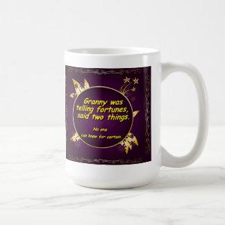 おばあさんは幸運を、言いました2つの事を言っていました コーヒーマグカップ