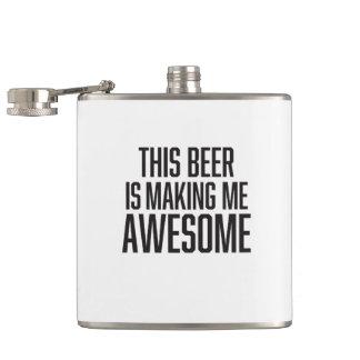 おもしろいこのビールは私を素晴らしくさせています フラスク