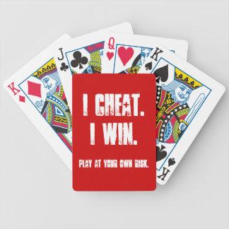 おもしろいすべての賭はポーカーゲームのパーティーのホストから離れています バイスクルトランプ