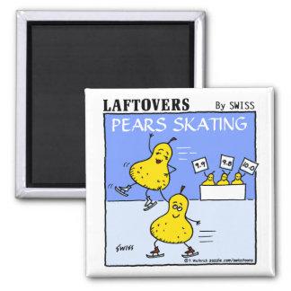 おもしろいでかわいいナシのスケートで滑るLaftoversの漫画 マグネット