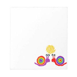 おもしろいでファンキーな虹のかたつむり愛抽象美術 ノートパッド