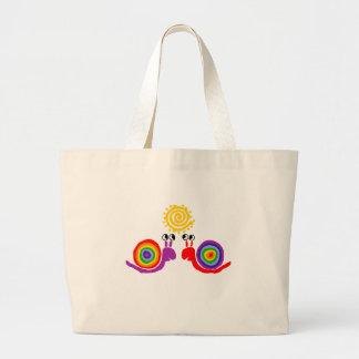 おもしろいでファンキーな虹のかたつむり愛抽象美術 ラージトートバッグ