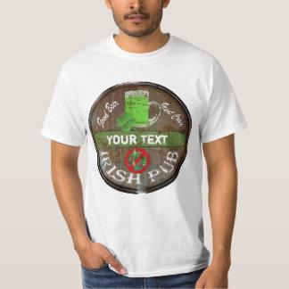 おもしろいで名前入りなアイルランドのパブの印 Tシャツ