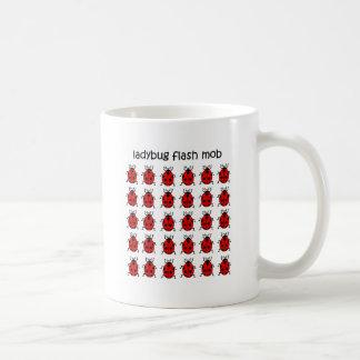 おもしろいで抜け目がない暴徒のてんとう虫 コーヒーマグカップ