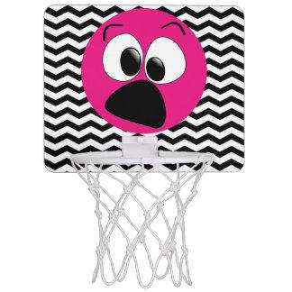 おもしろいで間抜けなピンクの顔のシェブロンの小型バスケットボールたが ミニバスケットボールゴール