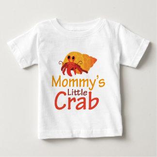 おもしろいなお母さんの小さいカニのベビーのTシャツ ベビーTシャツ