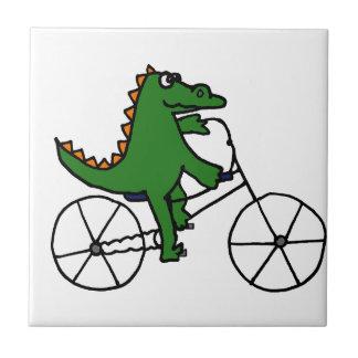 おもしろいなわに乗馬の自転車の漫画 タイル