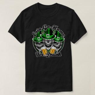 おもしろいなアイルランドのスカルのトリオ: エリンは、飲まれるYer起点に行きます Tシャツ