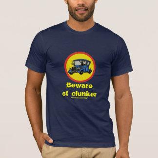 おもしろいなクラシックカーのぽんこつのTシャツのデザイン Tシャツ