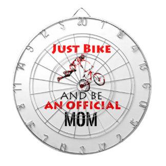 おもしろいなサイクリングのお母さん ダーツボード