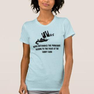 おもしろいなスカイダイビングのイメージ Tシャツ