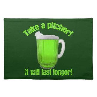 おもしろいなセントパトリックの日の緑ビール ランチョンマット
