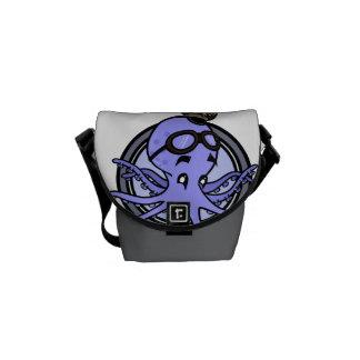 おもしろいなタコのパイロットの小型メッセンジャーバッグ クーリエバッグ