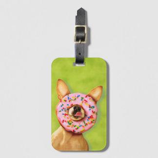 おもしろいなチワワ犬はとの鼻のドーナツを振りかけます ラゲッジタグ