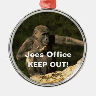 おもしろいなチンパンジーはドア・ハンガーのオーナメントを保ちます メタルオーナメント