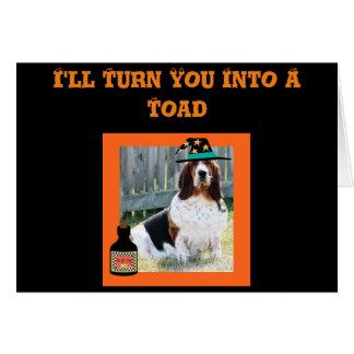 おもしろいなハロウィンカードw/Cuteバセット犬の魔法使いおよびカエル カード