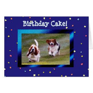 おもしろいなバースデー・カードw/Cakeのバセットハウンド カード