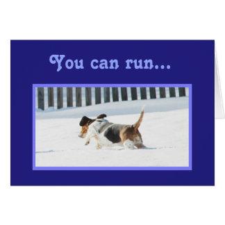 おもしろいなバースデー・カードw/Runningのバセット犬及びカップケーキ カード