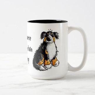 おもしろいなバーニーズ・マウンテン・ドッグの漫画のマグ ツートーンマグカップ