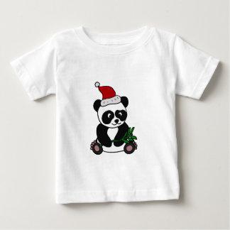 おもしろいなパンダくまのクリスマスの芸術 ベビーTシャツ