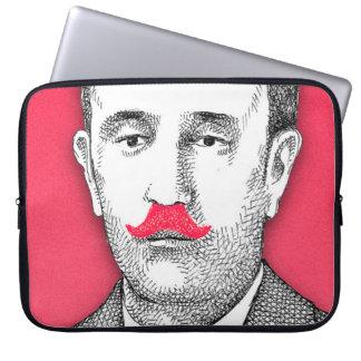 おもしろいなピンクの髭を搭載するヴィンテージの紳士 ラップトップスリーブ
