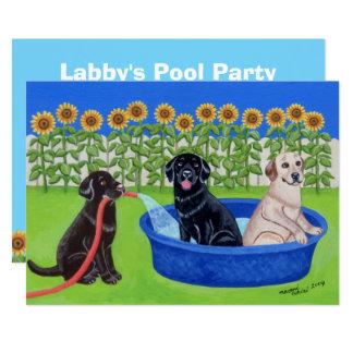 おもしろいなプールを囲んでのパーティのラブラドール 12.7 X 17.8 インビテーションカード