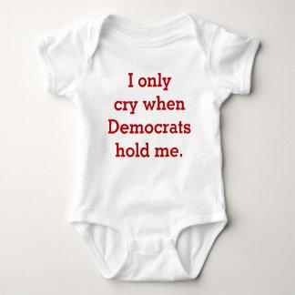 おもしろいなベビーの共和党か保守的なワイシャツ、私は叫びます ベビーボディスーツ