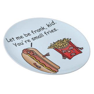 おもしろいなホットドッグのフライドポテトの食糧しゃれ プレート