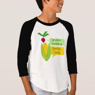 おもしろいなラディッシュおよびトウモロコシの野菜のユーモア Tシャツ