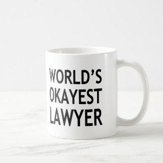 おもしろいな世界のOkayest弁護士 コーヒーマグカップ