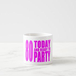 おもしろいな女の子の誕生日80はパーティを楽しむために今日用意し、 エスプレッソカップ