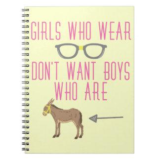 おもしろいな女の子ガラスのおたくのユーモア ノートブック
