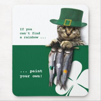 おもしろいな子猫。 セントパトリックの日のギフトのマウスパッド マウスパッド