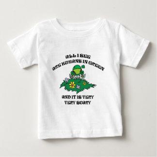 おもしろいな小妖精-緑の人間 ベビーTシャツ