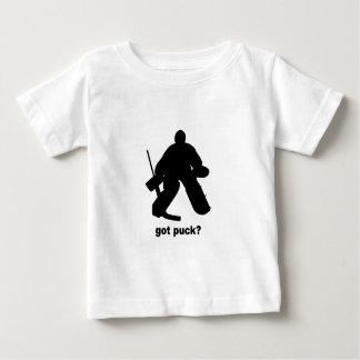 おもしろいな得られたパックのホッケー ベビーTシャツ