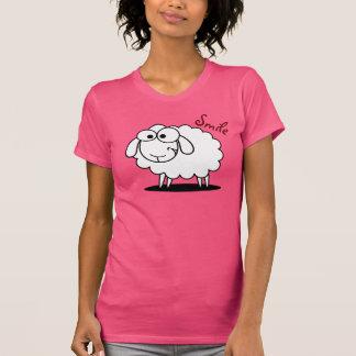 おもしろいな微笑のヒツジ Tシャツ