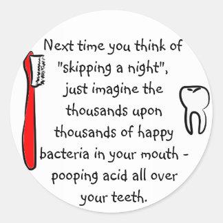 おもしろいな歯科ユーモア-円形のステッカー ラウンドシール