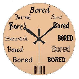 おもしろいな退屈させた単語のプリントのデザイン ラージ壁時計