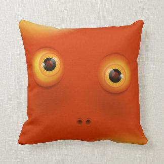 おもしろいな顔のオレンジモンスター クッション