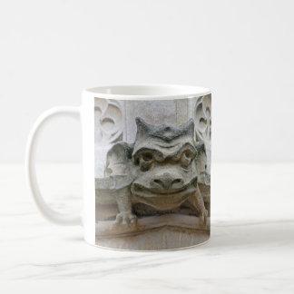 おもしろいな顔のガーゴイルのマグ コーヒーマグカップ