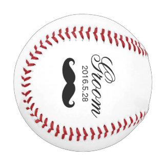 おもしろいな髭のカスタムな新郎の原稿の結婚式 ベースボール