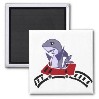 おもしろいな鮫の乗馬のジェットコースター マグネット