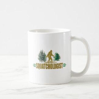おもしろいなSquatchologit  のサスカッチの信者 コーヒーマグカップ