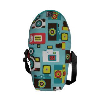 おもしろいのカラフルなレトロのLomoのカメラパターン(青い) メッセンジャーバッグ