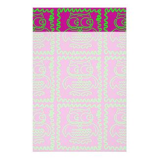 おもしろいのフクロウのパッチワークキルトは紫色のライムグリーンを平方します 便箋