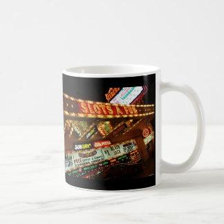 おもしろいのラスベガスのビールのジョッキに細長い穴をつけます コーヒーマグカップ