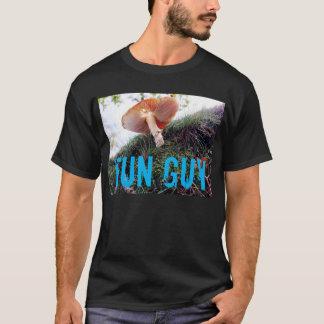 おもしろいの人の菌類のおもしろTシャツ Tシャツ