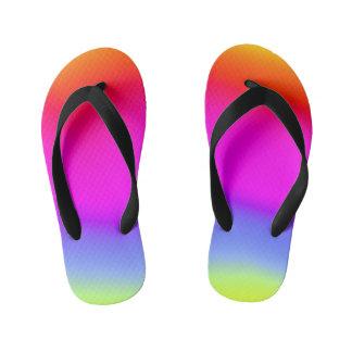 おもしろいの多彩の虹そっくりのパターン キッズビーチサンダル